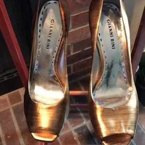 Dark Gold Gianni Bini Size 8.5 open Toe Heel